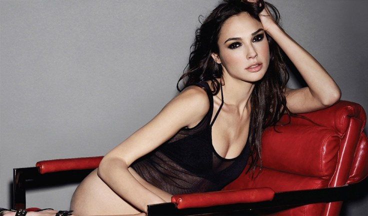 gal-gadot-red-chair-2